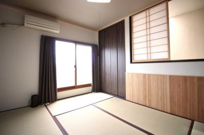 《和室9.09帖》3階の広い和室は、階段の吹抜け部分に障子窓があり更に広い空間です。こちらにもバルコニーがあります。