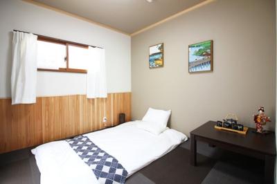 《和室6.73帖》黒い琉球畳でお洒落なお部屋。