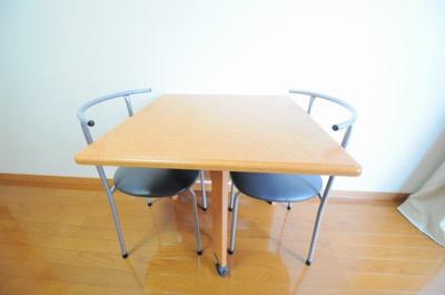 実際のテーブルは仕様が異なる場合がございます