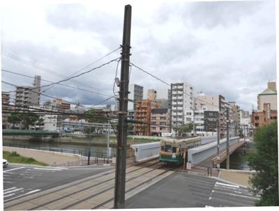 天満川や広島市内電車等がある風景。どこか懐かしい感じの匂いがするようです。ここから歩いても中心地まではそう時間はかかりません!