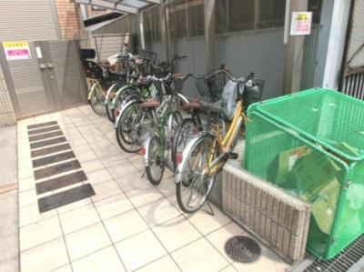 自転車置き場と、ゴミ置き場も敷地内に!