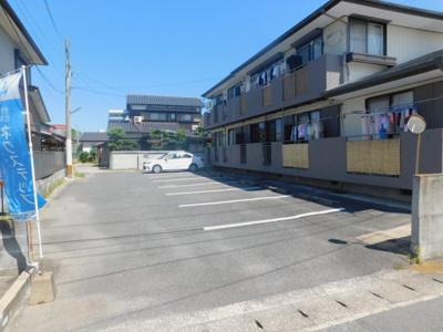 敷地内平置き駐車場です。