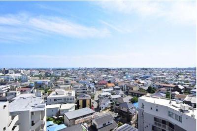 南向き(11階)で陽当り眺望良好!バルコニーより湘南の海(相模湾)を望めます!