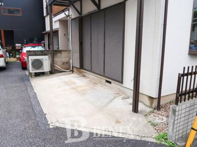 若松町戸建住宅の駐車場です