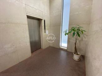 岡地ビル エレベーターホール