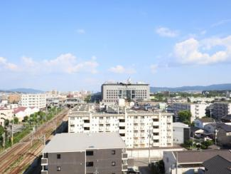 バルコニーからの気持ちのいい眺望♪南東方向の景色が広がり、毎日大きな空を眺められます