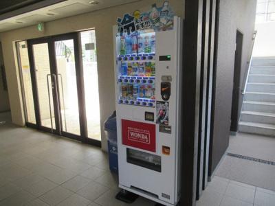 建物内にある自動販売機です