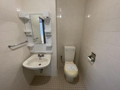 室内洗濯干しの設置もあり、雨天時などは大活躍間違いなし。(不要時は折りたたんで収納可能)