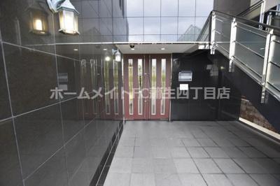 【エントランス】インプレイス鶴見緑地
