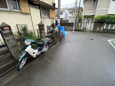 【駐車場】高西町3戸1貸家 (株)Roots