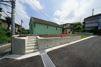 JR横須賀線「保土ヶ谷」駅徒歩圏内、相鉄線「天王町」駅もご利用可能です。