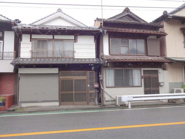 左側の家です。建築年月日不詳 古民家
