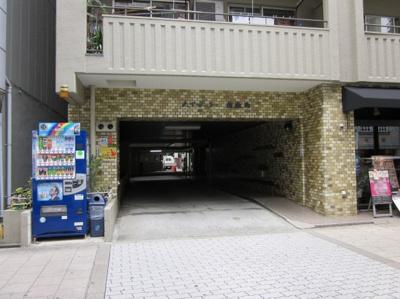 駐車場入口 現在空きあります!(7/20現在。最新状況はお問合せください。)