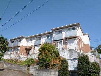 積水ハウス施工の賃貸住宅シャーメゾン♪小田急多摩線「栗平」駅より徒歩10分!「五月台」駅も徒歩圏内♪便利な立地の2階建てアパートです♪