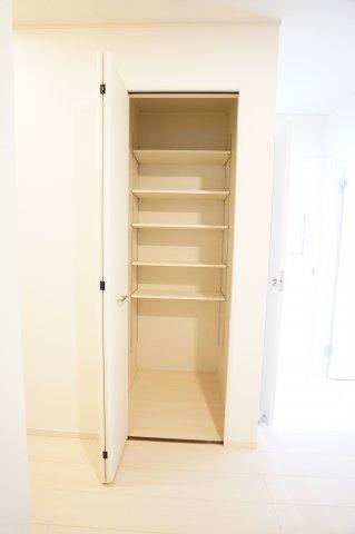 1階廊下収納スペースがあって便利ですね。