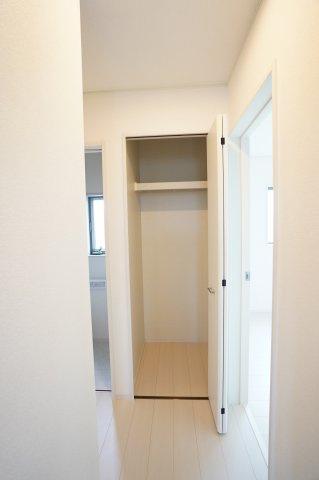 2階廊下収納スペースもありますよ!