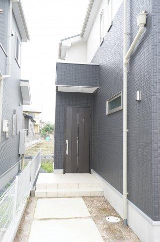 おしゃれな玄関ですね。断熱玄関ドアが標準仕様です。