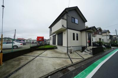 2駅利用可能、閑静な住宅街に立地する戸建物件です。