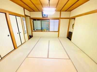 1階和室。縁側付き。広々8帖。