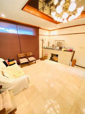 高級感のある落ち着いた雰囲気の洋室