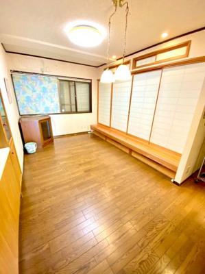 和室が併設されたリビングスペース。