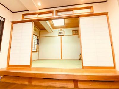 リビング横の和室。急なご来客でもすぐに対応可能です。