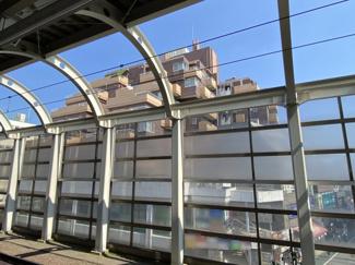 経堂駅ホームからも見えます。