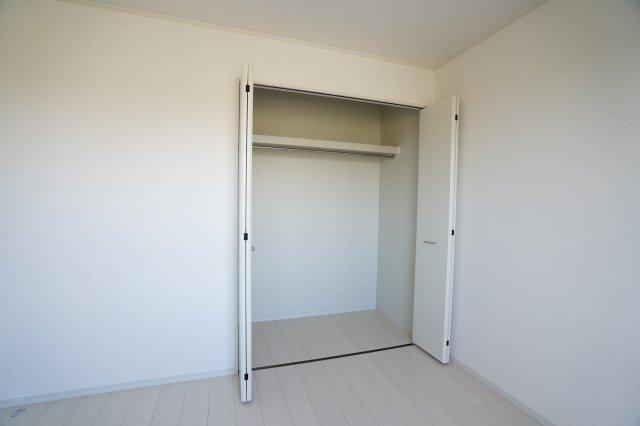 クローゼットに上手に収納していつもお部屋がすっきりできそうですね