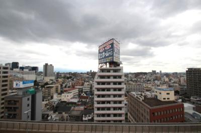 上層階につき見晴らし良好ですよ♪ 天気の良い日には東に生駒山がキレイに見えますよ♪