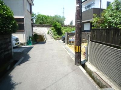 【前面道路含む現地写真】高知市愛宕町新築戸建
