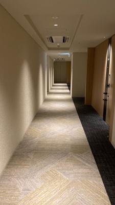 外部からの視線が届かない内廊下設計。プライバシーへも配慮。
