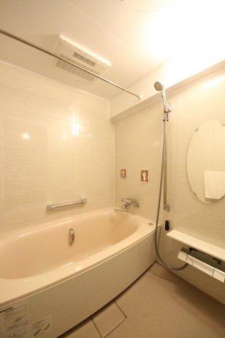 浴室乾燥機つきのバスルーム 保温浴槽なので、お湯の温度を長時間キープ