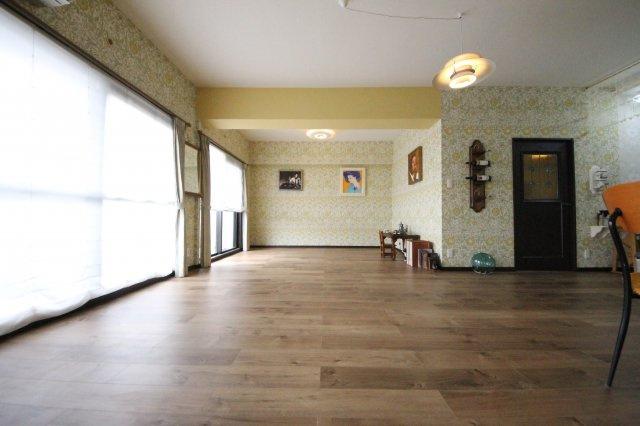 3LDKのお部屋を1LDKにリフォームした広々空間。 照明器具、エアコン付きですぐに入居できます