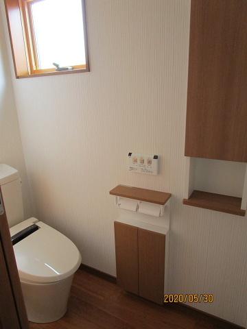 2階のトイレと収納棚
