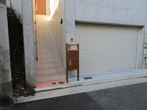 電動シャッター付き掘り込み車庫 天井高2.2m