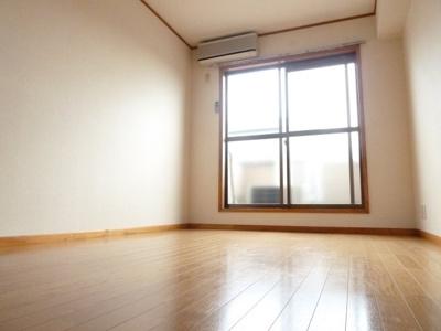 日当たりの良い洋室はお勧めです