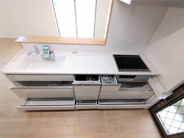 たっぷり収納可能◎オール電化は空気も汚れず、IHキッチンでお掃除もラクラク!