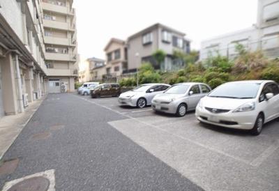 ニューハイム徳丸の駐車場です。
