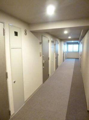 スカイコートパレス芝浦のお部屋までの廊下です。