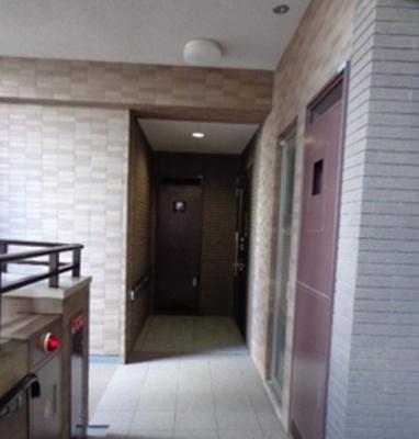 クラッシィ白金台シティハウスのお部屋までの廊下です。