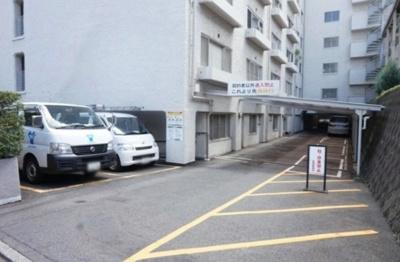 ヴィラ赤坂の駐車場です。