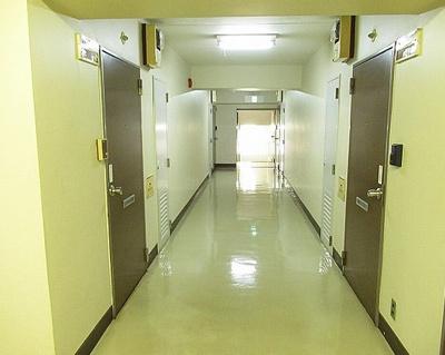 ルネ西蒲田の共用廊下です。