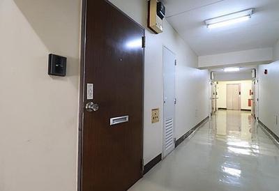 ルネ西蒲田の玄関扉です。