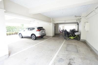 ルネ西蒲田の駐車場と駐輪場です。