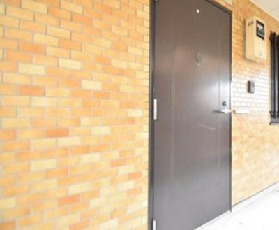 ライオンズマンション御嶽山の玄関扉です。