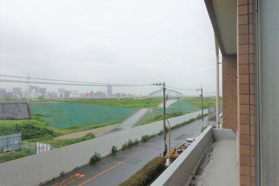 淀川河川敷もすぐ!ウォーキングが日課になりそうです。