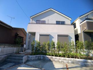 JR総武・中央緩行線「本八幡」駅バス7分宮久保坂下停歩2分の全2棟の新築一戸建てです。