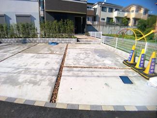 駐車スペースです。物件から徒歩約10分に幼い子供さんの交通ルールの勉強ができる交通児童公園があります。