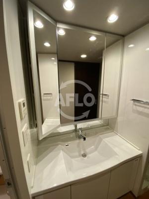 ジオタワー天六 三面鏡の独立洗面台