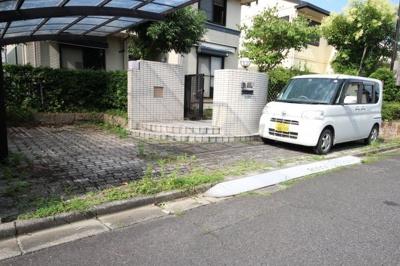 2台駐車可能、一台分カーポート付き